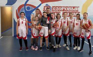 Районные соревнования по баскетболу,девочки -2 место (тренер Панов Р.В.)